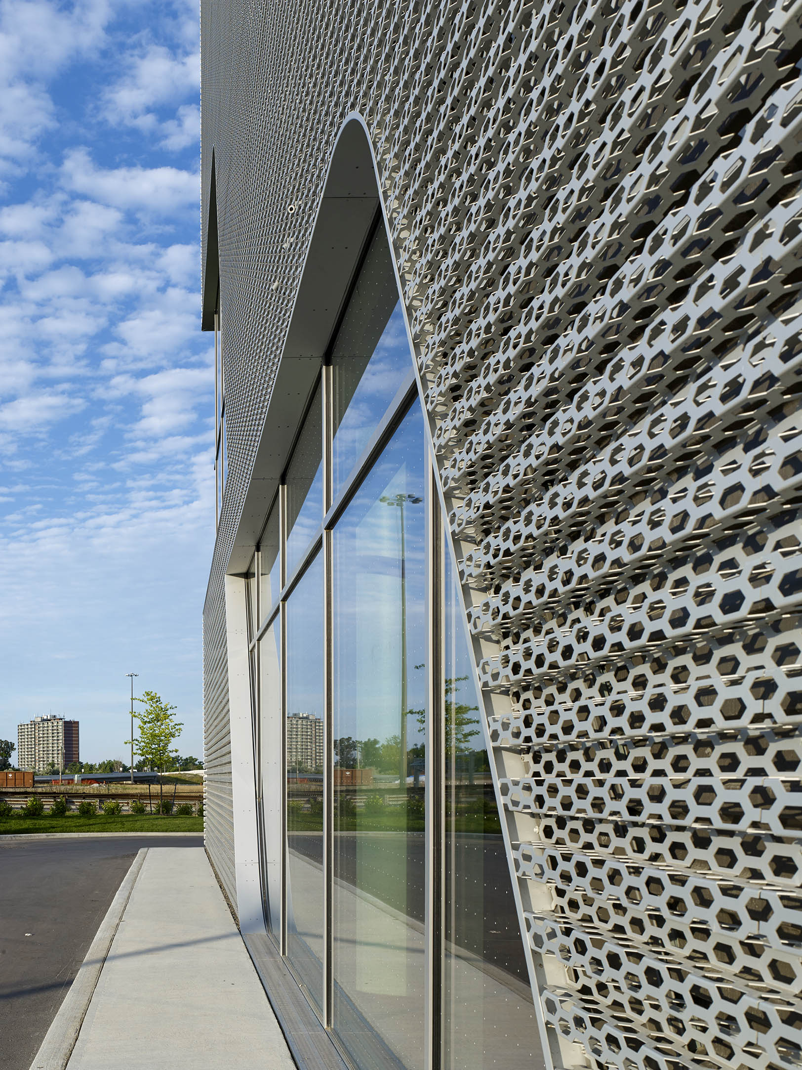 AUDI Midtown Toronto Dealership Teeple Architects - Audi toronto